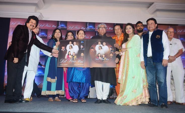 Pankaj Udhas,Gulzar,Vaishakhi Desai Dave,Shivangi Desai,Mrs.Desai, Prashant Desai,Bhupinder Singh,Mitali Singh, Amandeep Singh,Anup Jalota & Rajkumar Barjatya at Bhumitaal Music's Dil Pe