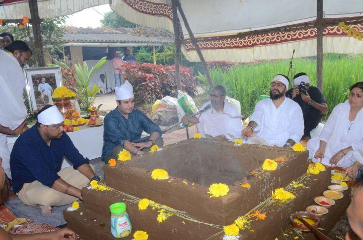 Varun Sharma doing Yagya