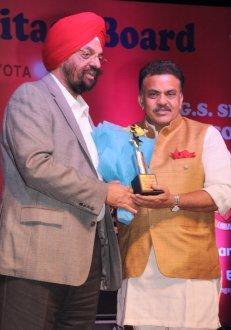 Mumbai Congress President Sanjay Nirupam being felicitated by Waryam Singh Mumbai on the occassion of LOHRI in Mumbai-1