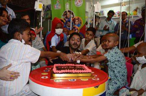 Shreyas Talpade Celebrate Valentine's Day at TATA Memorial Hospital 1