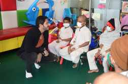 Shreyas Talpade Celebrate Valentine's Day at TATA Memorial Hospital 5