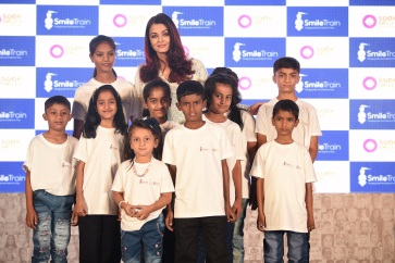 Smile Train India completes 5 lac surgeries with Aishwarya (1)