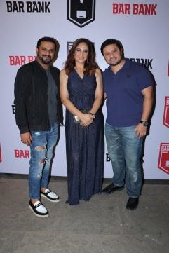 L-R Kedar Gawde, Rakshanda Khan, Mihir Desai (founder, Bar Bank) spotted at an exclusive event hosted by Restaurateur Mihir Desai and Kedar Gawade at Bar Bank in Juhu (1)
