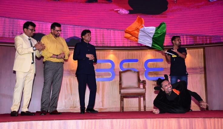 Kamlesh Patel, an awardee, performs while Dr.Aneel Kashi Murarka, Mukesh Rishi & Raju Shrivastav cheer him on at Ample Missiion's Shoorveer Awards & Bharat Prerna Awards 2019