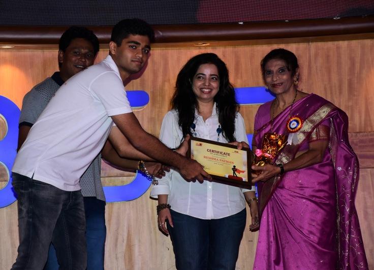 Sidhant Murarka with awardee Reshma Pathan at Ample Missiion's Shoorveer Awards & Bharat Prerna Awards 2019